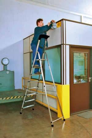 Лестница стремянка Safety 8 ступеней купить на выгодных условиях в Брянске