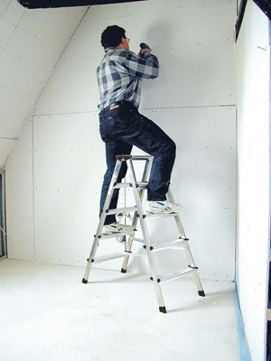 Лестница стремянка купить на выгодных условиях в Брянске